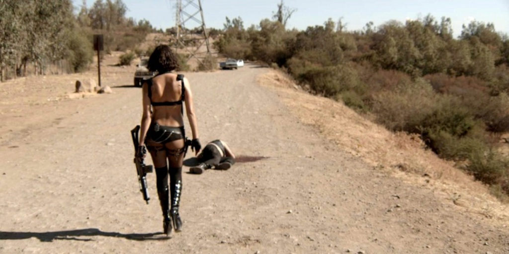 gun-woman-150729-1100550